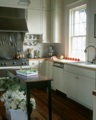 Franck allotted the space at the front of the house for service elements, such as the kitchen and laundry room.