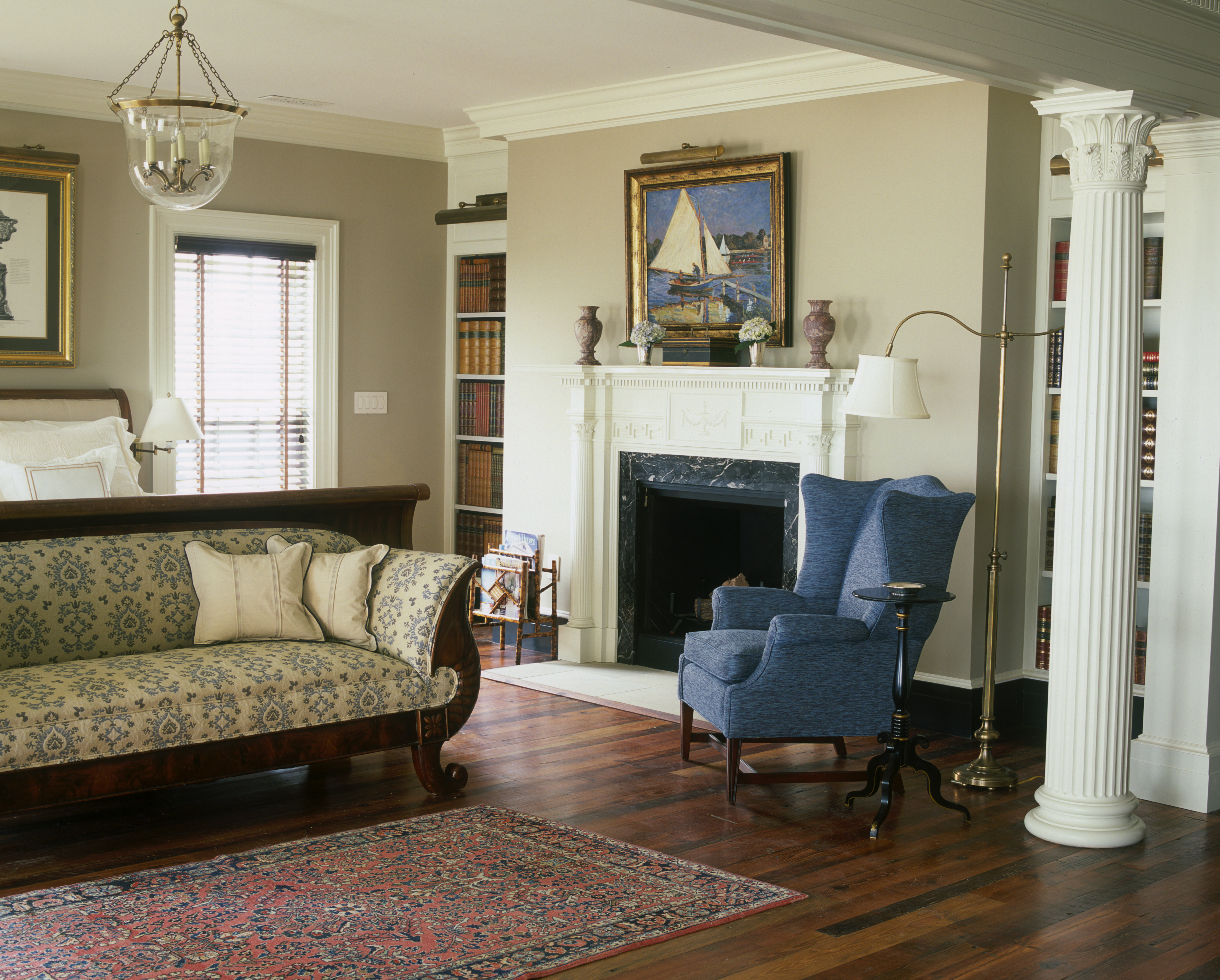 New old house magazine chadsworth cottage chadsworth 39 s for Pictures of columns in living room