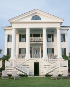 The 20-foot columns and classical façade of Chadsworth Cottage make it a Figure Eight Island landmark. Designer Christine G. H. Franck combined Greek Revival, Federal, and Palladian elements to create this waterfront villa for client Jeffrey L. Davis.